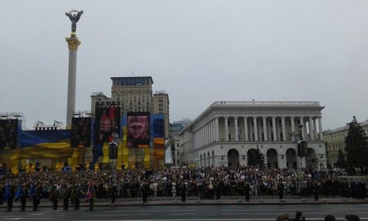 Порошенко вознамерился поднять флаг Украины над Крымом иДонбассом